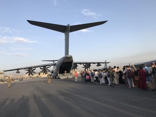 Общество: Глава ВС Великобритании заявил, что аэропорт Кабула могут атаковать в ближайшие часы