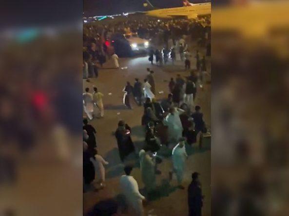 Общество: В аэропорту Кабула в ближайшие часы может произойти теракт – Минобороны Великобритании
