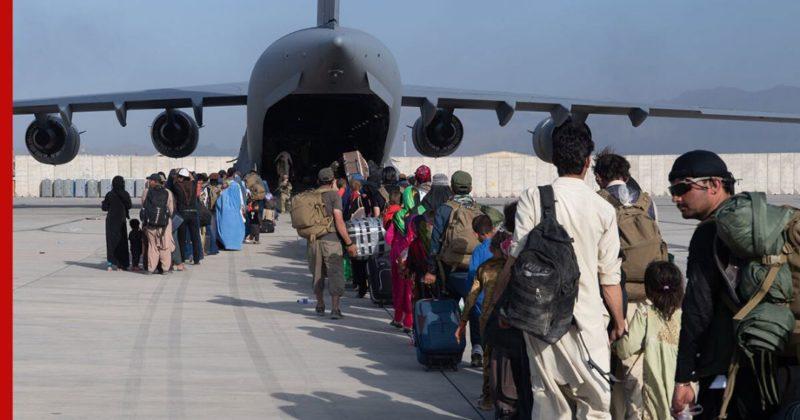 Общество: Аэропорт Кабула могут атаковать в ближайшие часы, сообщили в Минобороны Великобритании