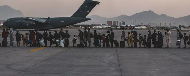 Общество: Министерство обороны Великобритании предупреждает о грядущем теракте около аэропорта Кабула