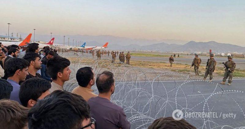 Общество: Теракт в аэропорту Кабула - в Британии выступили с предупреждением