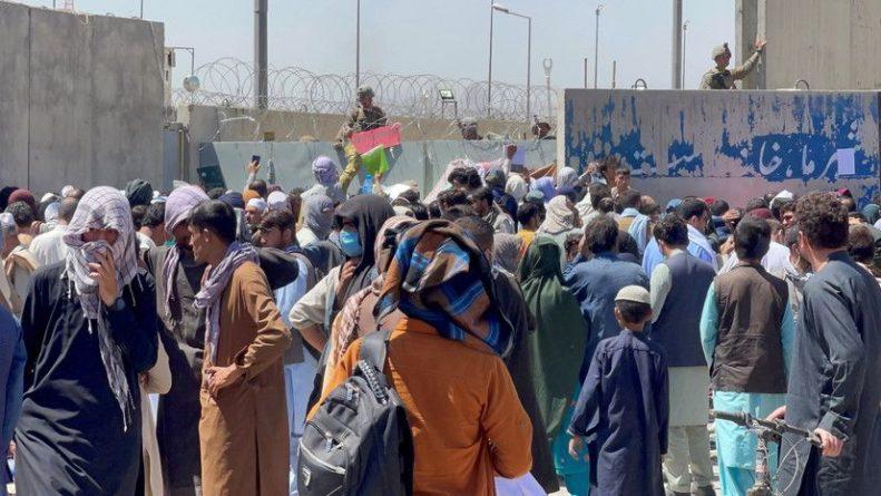 Общество: Джонсон созвал экстренное заседание кабмина после взрыва в Кабуле