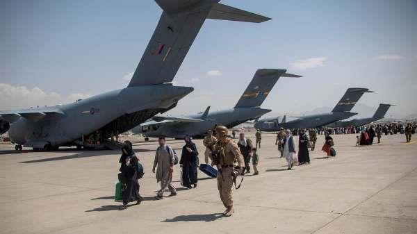 Общество: Эвакуация по-британски: Лондон признал «печальный факт» — из Кабула выберутся не все
