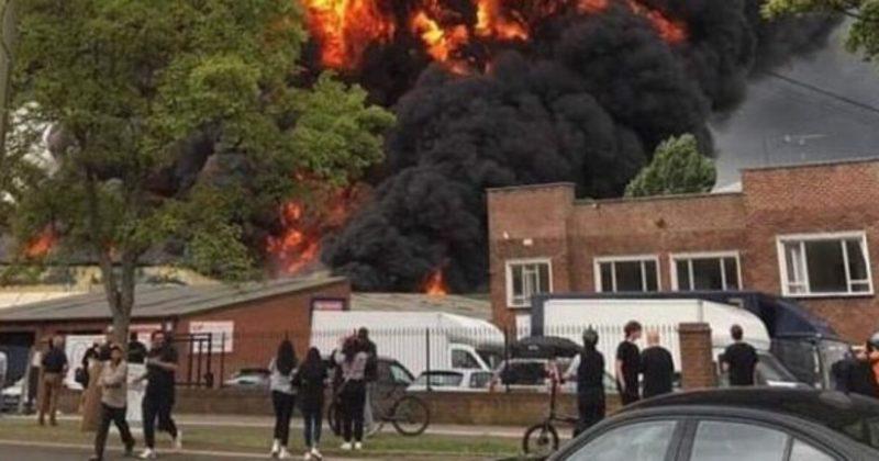 Общество: В Великобритании произошел пожар в промышленной зоне: прогремели взрывы