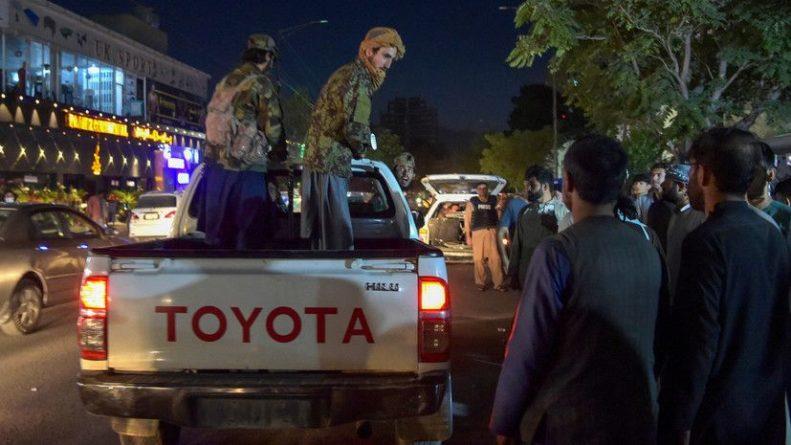 Общество: В МИД Великобритании сообщили о гибели двоих британцев при взрывах в Кабуле