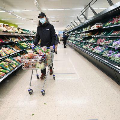 Общество: В Лондоне задержали мужчину, втыкавшего иглы в продукты в супермаркетах