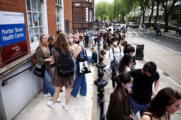 Общество: Великобритания начинает массовую вакцинацию от COVID-19 детей 12 - 15 лет