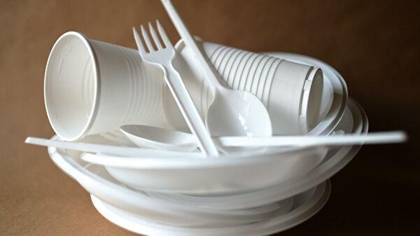 Общество: В Великобритании запретят одноразовую пластиковую посуду