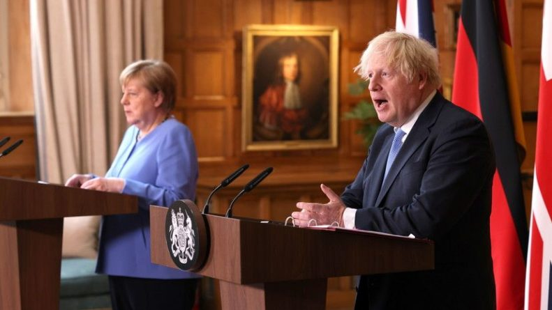 Общество: Джонсон и Меркель обсудили выработку подхода к отношениям с талибами