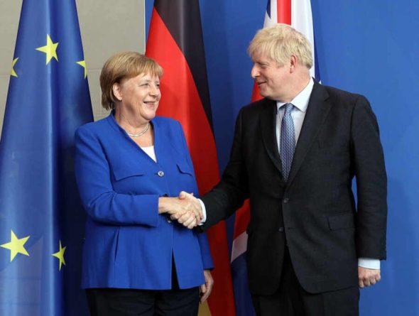 Общество: Меркель и Джонсон договорились сообща работать над ситуацией в Афганистане