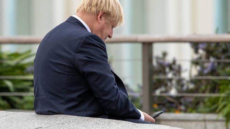 Общество: Премьера Британии поймали на нарушении правил безопасности