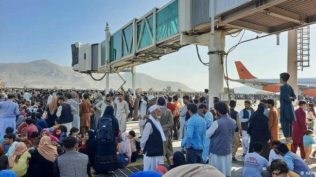 Общество: Британия потребовала от талибов выпустить из Афганистана беженцев