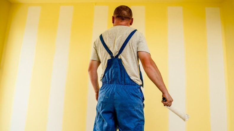 Общество: Пожилой англичанин перекрасил тотем перед домом из-за обвинений в расизме