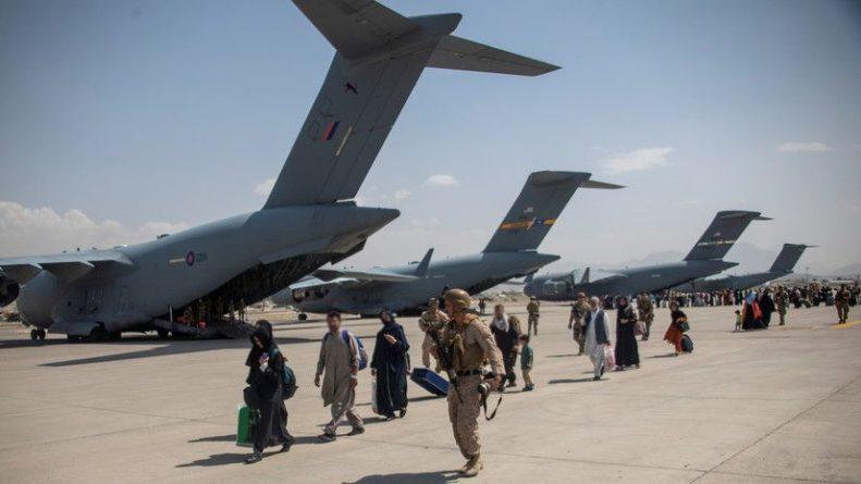 Общество: Последний самолёт с британскими военными прибыл в Великобританию из Афганистана