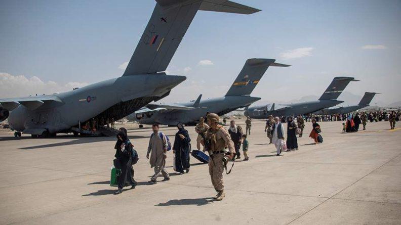 Общество: Джонсон заявил о завершении миссии по эвакуации из Афганистана