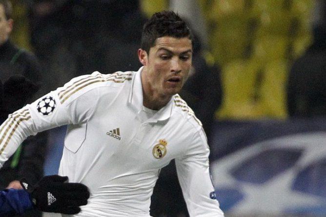 Общество: Роналду подписал с Манчестер Юнайтед контракт на два года