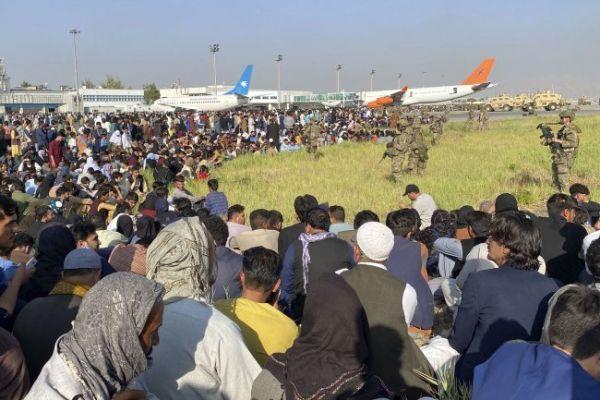 Общество: Британия разрешила поселиться у себя вывезенным из Кабула афганцам