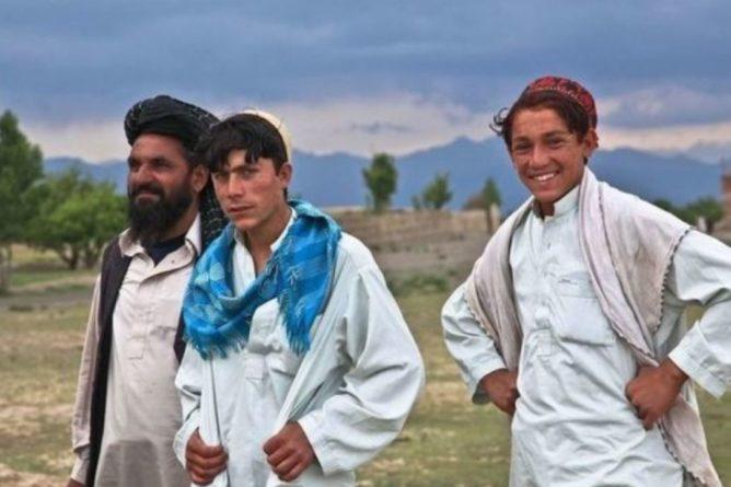 Общество: Эвакуированным в Британию афганцам разрешили остаться в стране