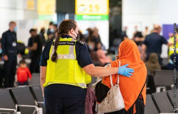 Общество: Великобритания предоставит эвакуированным афганцам право бессрочного проживания