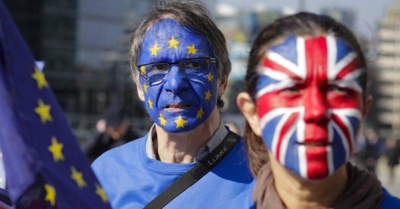 Общество: С октября в Великобританию будет нельзя въезжать с ID-картой