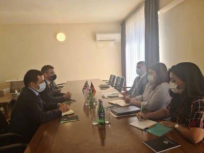 Общество: Министр ТУИ обсудил с послом Великобритании возможность участия английских компаний в переоснащении ААЭС