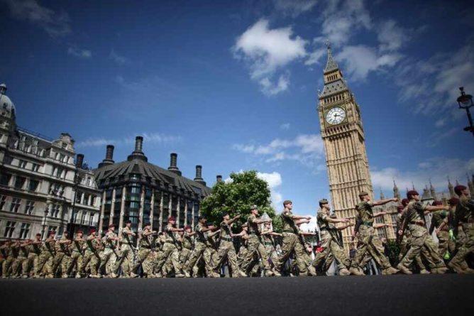 Общество: FT: Лондон не исключает возможность размещения ядерного оружия во Франции или США
