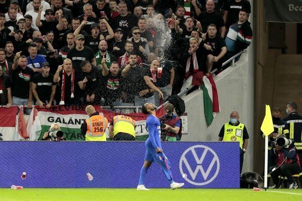 Общество: Борис Джонсон призвал FIFA наказать болельщиков за расизм на матче Венгрия — Англия