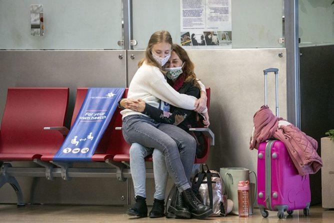 Общество: Власти отменили самоизоляцию для прибывающих из Великобритании