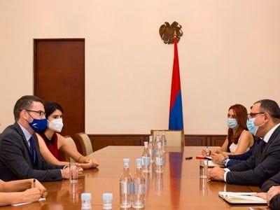 Общество: Глава Минфина Армении и посол Великобритании обсудили вопросы сотрудничества