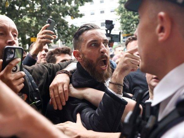 Общество: В Лондоне ранены пять полицейских после беспорядков на акции протеста против вакцин