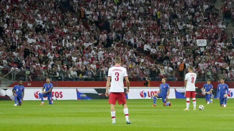Общество: Польские фанаты освистали футболистов сборной Англии во время преклонения колена