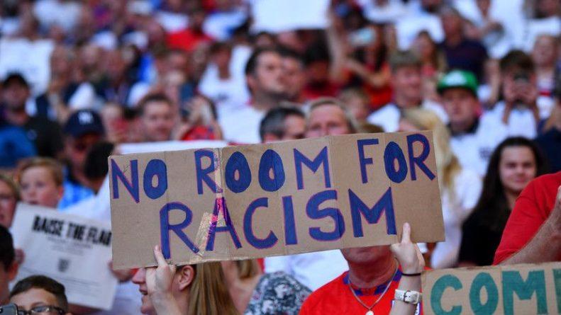 Общество: Болельщик получил условный срок за расистские оскорбления игроков сборной Англии