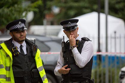Общество: В Британии мужчина с ножом захватил заложников на заправке
