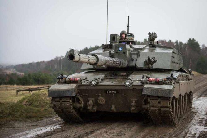 Общество: Британцы перебросили в Эстонию тяжелые танки и вооружение