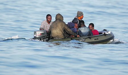 Общество: Британцы развернут лодки с беженцами в Европу