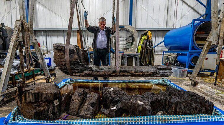 Общество: В Британии обнаружен 3-метровый гроб с останками человека: реликвии около 4 тысяч лет