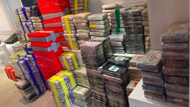 Общество: У берегов Великобритании перехватили яхту с кокаином на $220 млн (ФОТО)