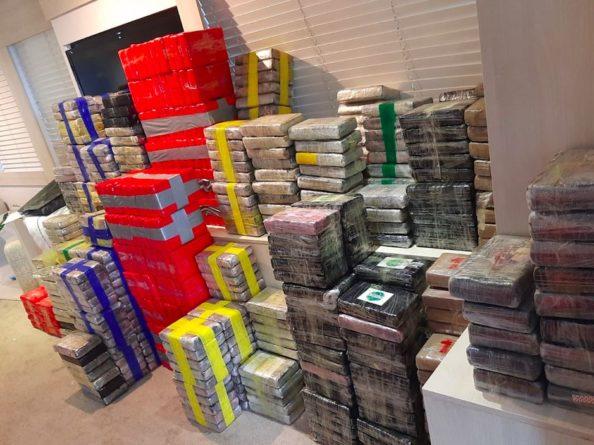 Общество: В Великобритании на яхте правоохранители нашли более двух тонн кокаина