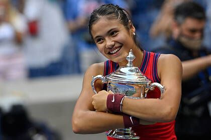 Общество: 18-летняя британка взлетела в мировом рейтинге после победы на US Open