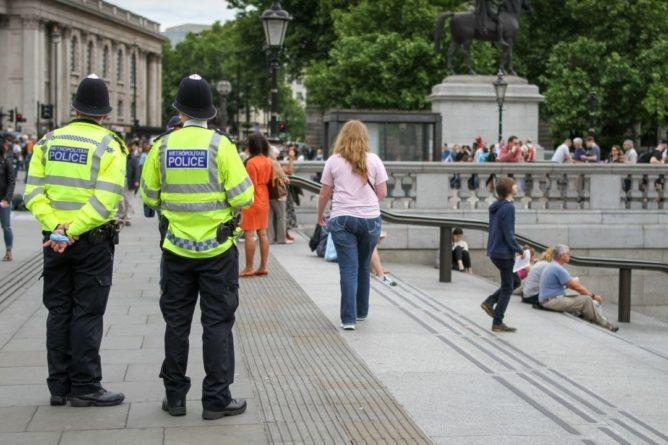 Общество: Британия намерена принять «расистский» закон