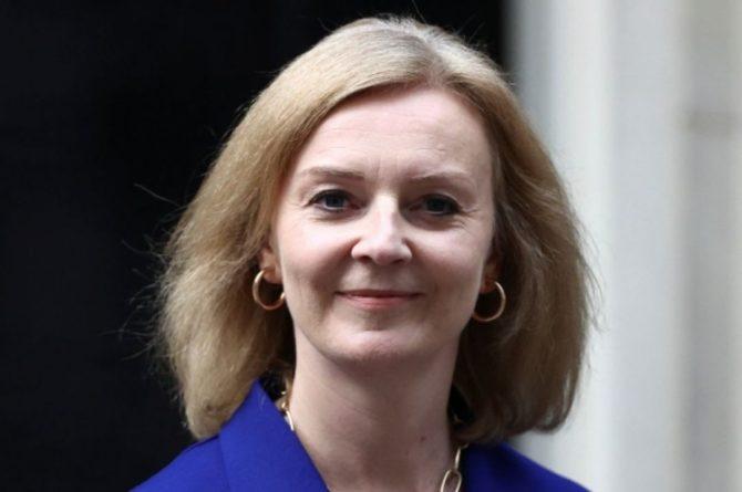 Общество: Главу МИД Британии отправили в отставку