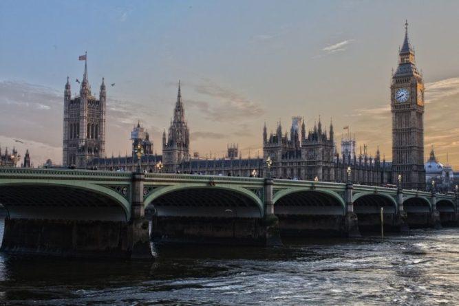 Общество: The Guardian предостерегает Великобританию от участия в кампании США против РФ