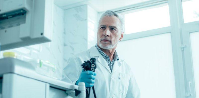 Общество: Медики службы здравоохранения Великобритании связали рак кишечника с болью в спине