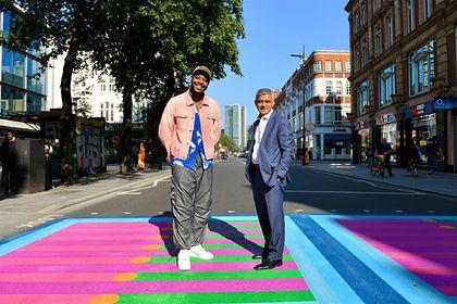 Общество: Пешеходные переходы в Лондоне стали розовыми