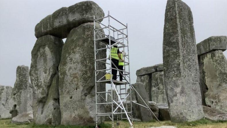 Общество: В Британии ремонтируют Стоунхендж из-за трещин и дыр в каменных глыбах