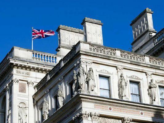 Общество: Лондон нашел третьего «агента ГРУ» по делу Скрипалей: вызван российский дипломат
