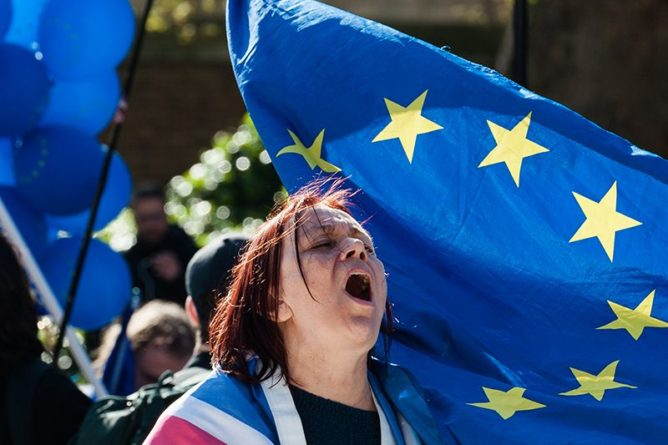 Общество: Великобританию за год покинули 200 тысяч граждан Евросоюза