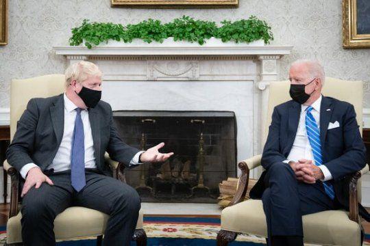 Общество: Джонсон и Байден договорились о подходе к России и КНР на основе общих ценностей Британии и США