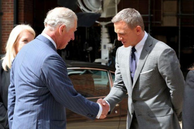 Общество: Актер Дэниел Крэйг стал почетным командующим Королевского флота Британии