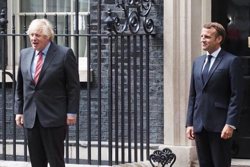Общество: Джонсон предложил Макрону «восстановить сотрудничество» Лондона и Парижа